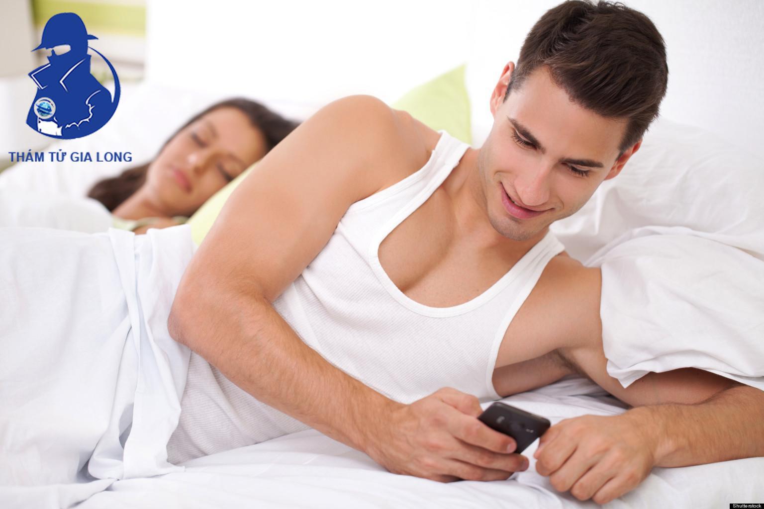 Khi chồng ngoại tình, vợ đừng dại mà đánh ghen